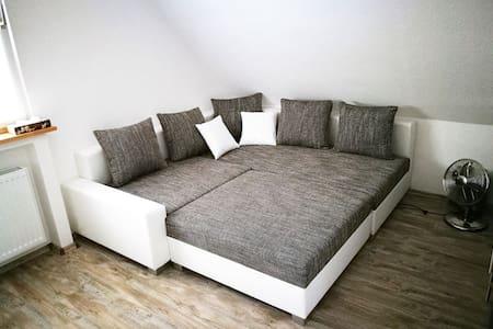 großes Zimmer, hell und freundlich, mit Wohnküche - Erwitte - House