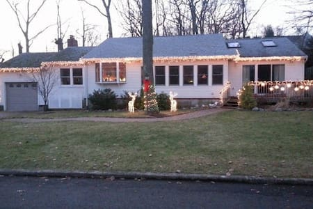 BEAUTIFUL HOME, CLOSE TO THE BEACH - Atlantic Highlands - Σπίτι