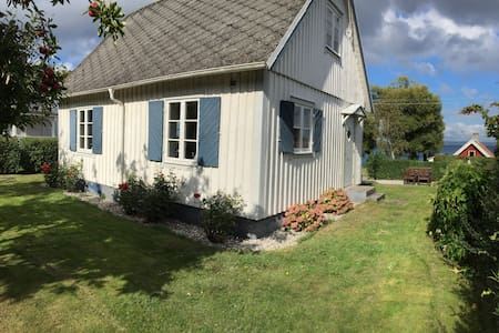 Picturesque cottage by the sea, Skåne - Rumah
