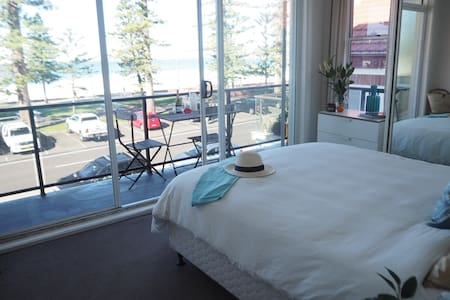 What a view! Spectacular Manly Beachfront Unit. - Wohnung