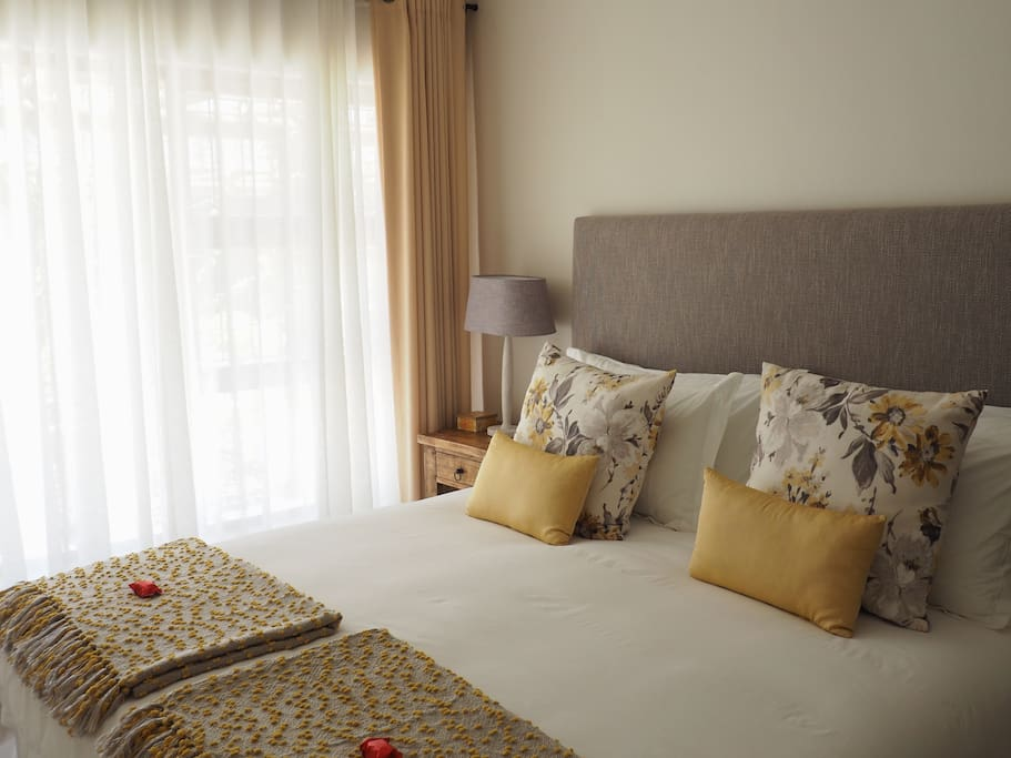 Luxuriously decorated bedroom with X-Length King bed