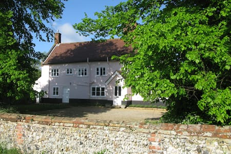 Peaceful Grade II Listed Farmhouse. - Bed & Breakfast