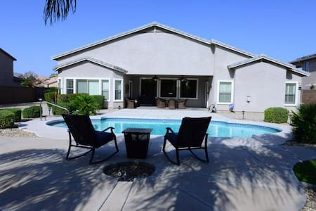 Beautiful house with pool in gated community - Surprise - House