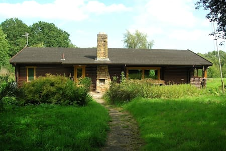Finnish Log Cabin in Welsh Village - Penley - Cabin
