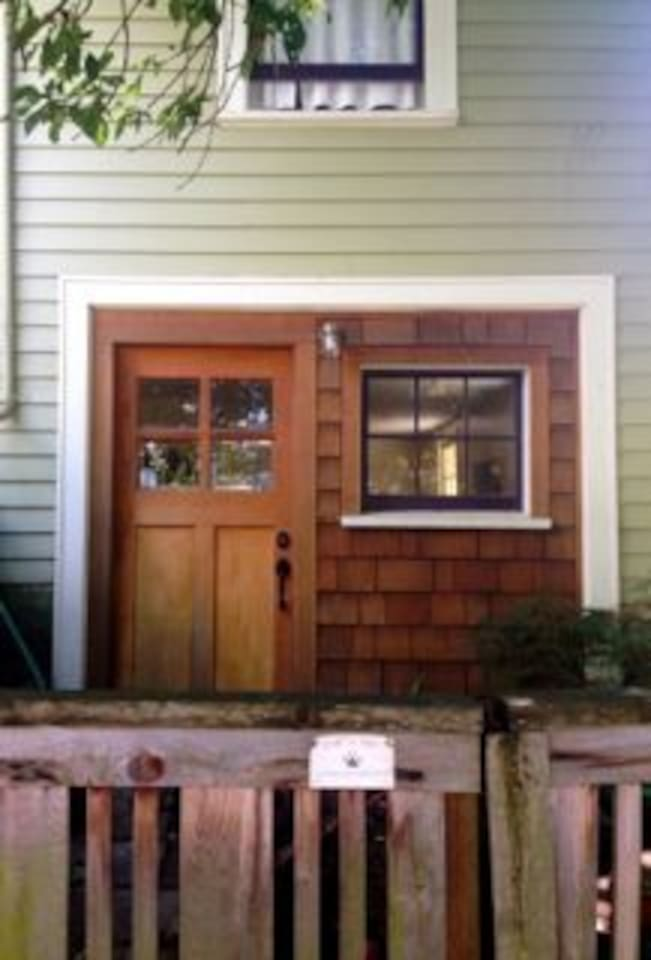 Private entry to garden basement apartment