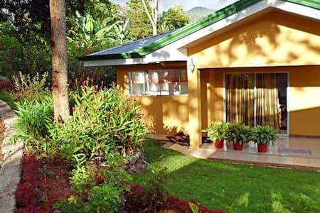 Yellow House in San Isidro del Gen.