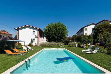 Pleasant flat with pool in Lucca