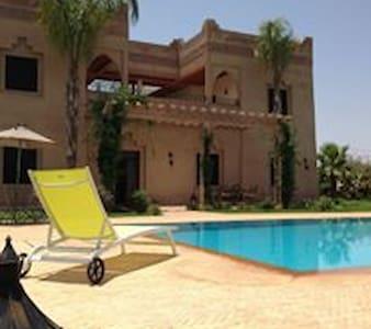Villa avec piscine à privatiser pour vos Fêtes - Villa