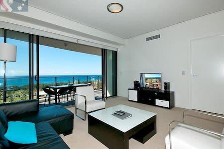 3 Bed Apartment in heart of Broadbeach - Apartament