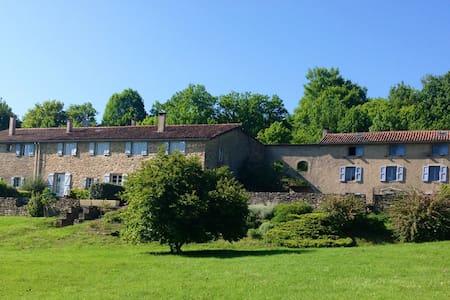 Gîte dans une ferme du 17ème siècle - Haus