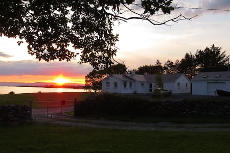 Lakeside  B&B Lough Corrib Galway - Galway - Bed & Breakfast