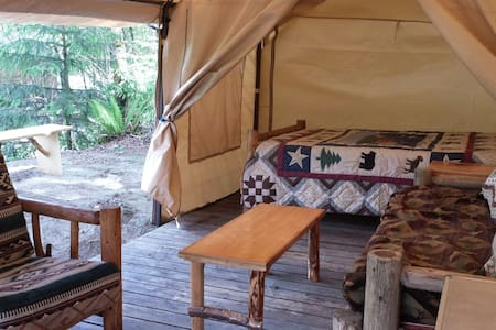 Glamping on the River in Mt Tent - North Bend