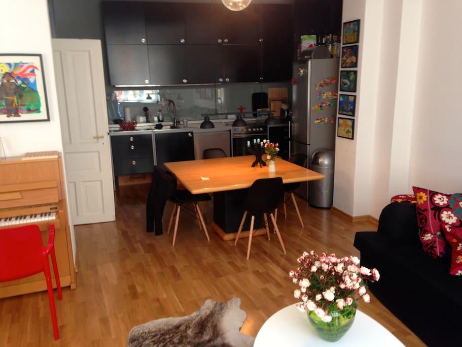 Esszimmer/Küche, offen zum Wohnzimmer