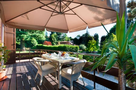 Villa M. Cristina  B & B - Ortensie - Casnate (CO) - Bed & Breakfast