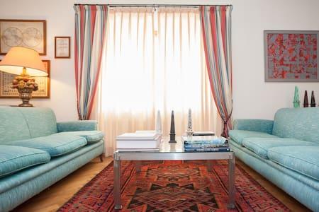 Room type: Entire home/apt Property type: Villa Accommodates: 6 Bedrooms: 3 Bathrooms: 2.5