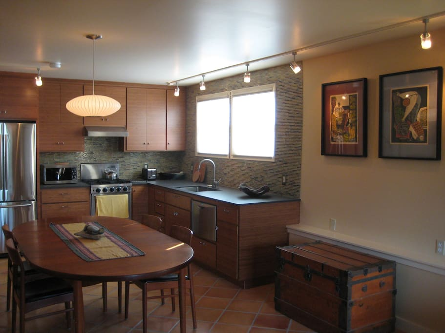 A fun and open kitchen, with all the best appliances.