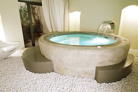 Love night with private Jacuzzi  - Bed & Breakfast