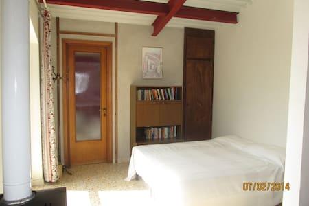 Roomy studio on organic olive farm - Otricoli - Hus
