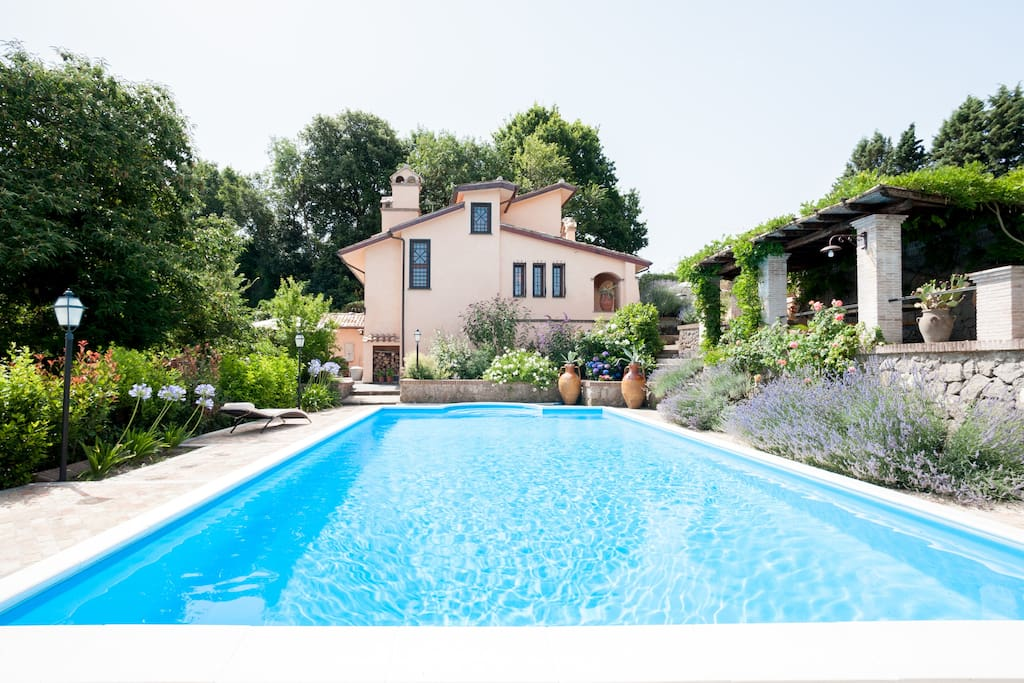 Stylish villa with pool near Rome
