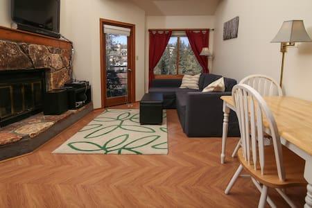 Studio+Loft (1 BR)-Central to Ski Areas - NEW BED! - Silverthorne - Condomínio