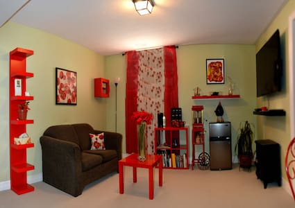 The Yellow Door Bed and Breakfast in Crystal Beach - Crystal Beach