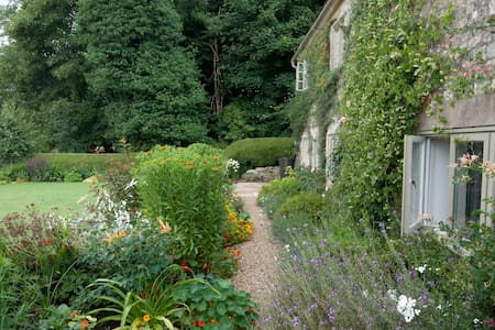 Peaceful sojourn in the Cotswolds - House