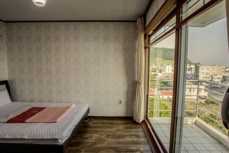 (1 room, 1 bath) / jejubms(B) - Pis
