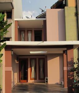 Villa Asterik Bandung Pakar