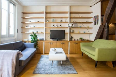 Spacious and chic, central studio - Paris