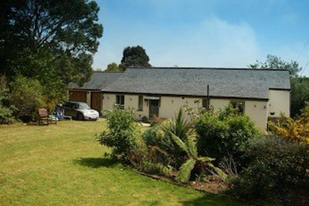 B&B converted barn Truro Cornwall - Carnon Downs, Truro - Bed & Breakfast