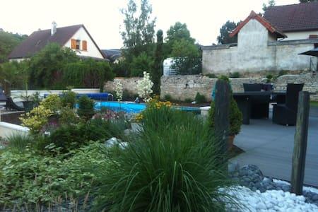 Maison proche Dijon et Prenois - House