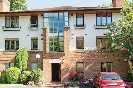 A lovely room in a perfect location - Monkstown - Apartment