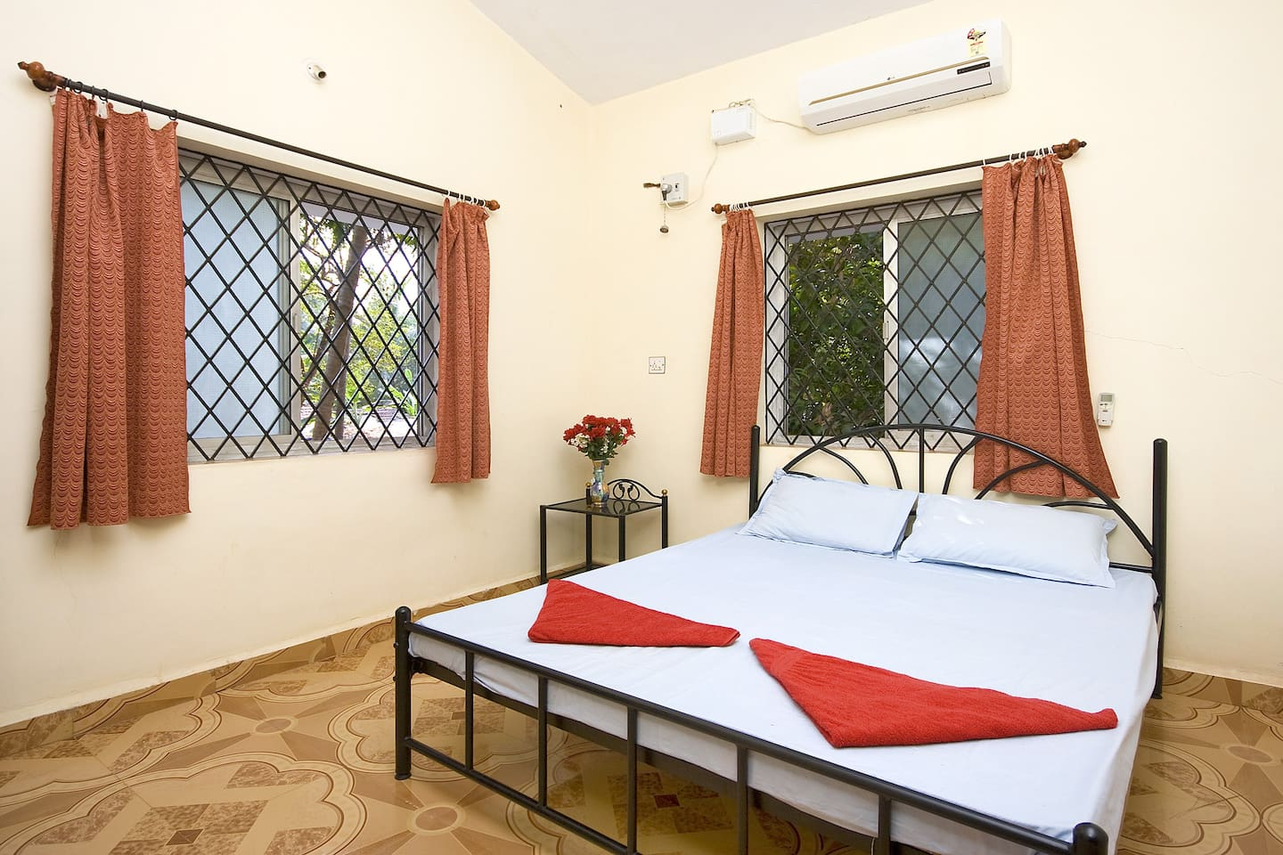 AC bedroom1 with double bed