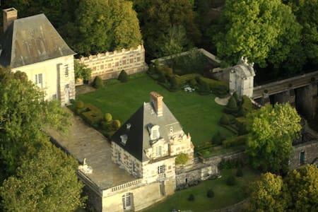 Château de Sorel  75 km Paris Ouest - Hrad