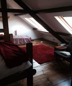 Large airy attic room w/ensuite - The Bryn - House