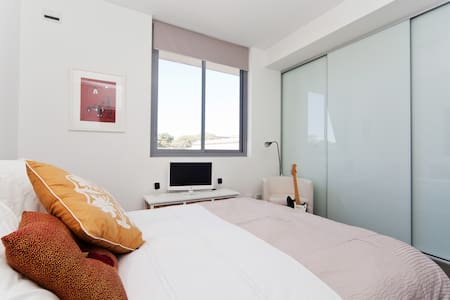 Inner City 1 bedroom apartment - Rosebery - Apartmen