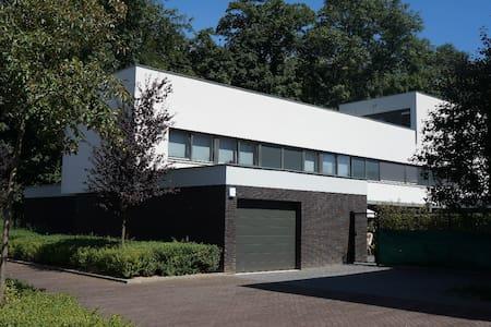 Nieuw! Villa met zwembad/tuin in hartje Maastricht - Maastricht - Villa