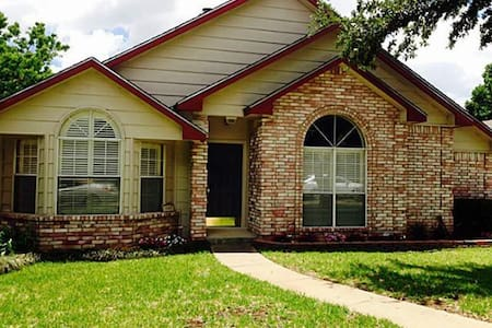 Remodeled - Near Downtown McKinney - McKinney - Casa