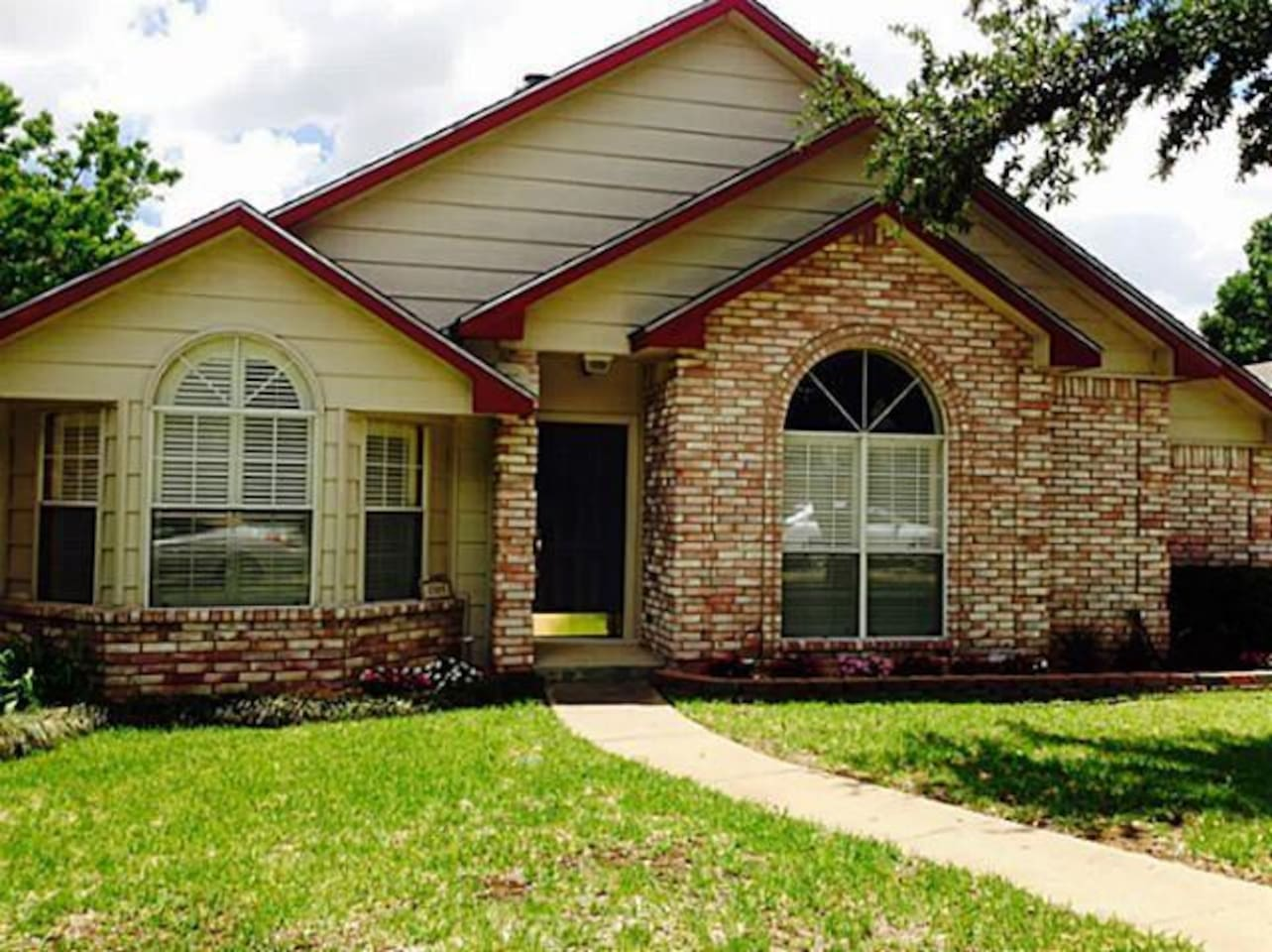 Quiet neighborhood near downtown McKinney with easy access to Dallas.
