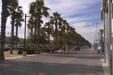 grande habitacion cerca de la playa - Wohnung