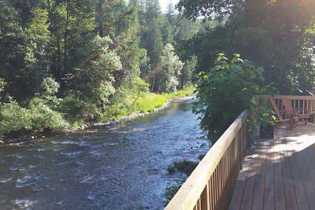 Riverfront Getaway - Washougal - Cabin