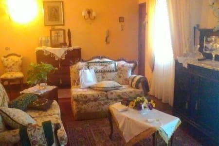 Appartamento stile retrò - Paternò, Sicilia, IT