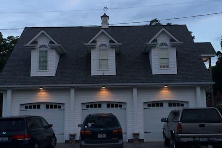 Top 20 locust vacation rentals vacation homes condo for Charlotte motor speedway condo rental