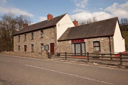Hafod Bridge Cottage  - Hus
