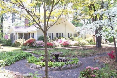Arundel Garden Cottage-Historic District-HotTub! - Dům