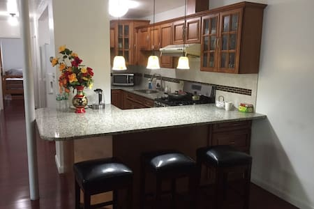 Over 1000SF, Entire 2BR Apartment - Andover - Lejlighed