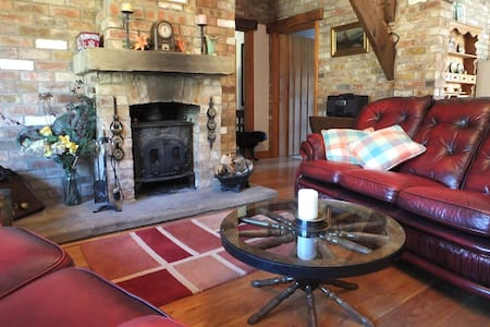 SHIREHORSE BARN, Lincolnshire Wolds, peace + quiet - Belchford
