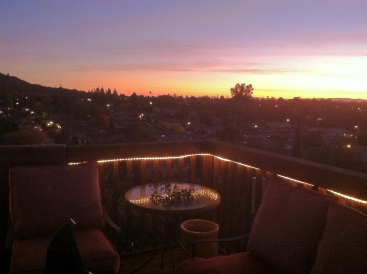 Spectacular sunsets to enjoy a glass of wine!