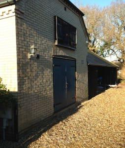 Boutique Cottage for 2, Exbury, New Forest - Exbury - Casa