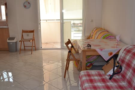 Уютная квартира с видом на море, 350 м от пляжа - Appartement